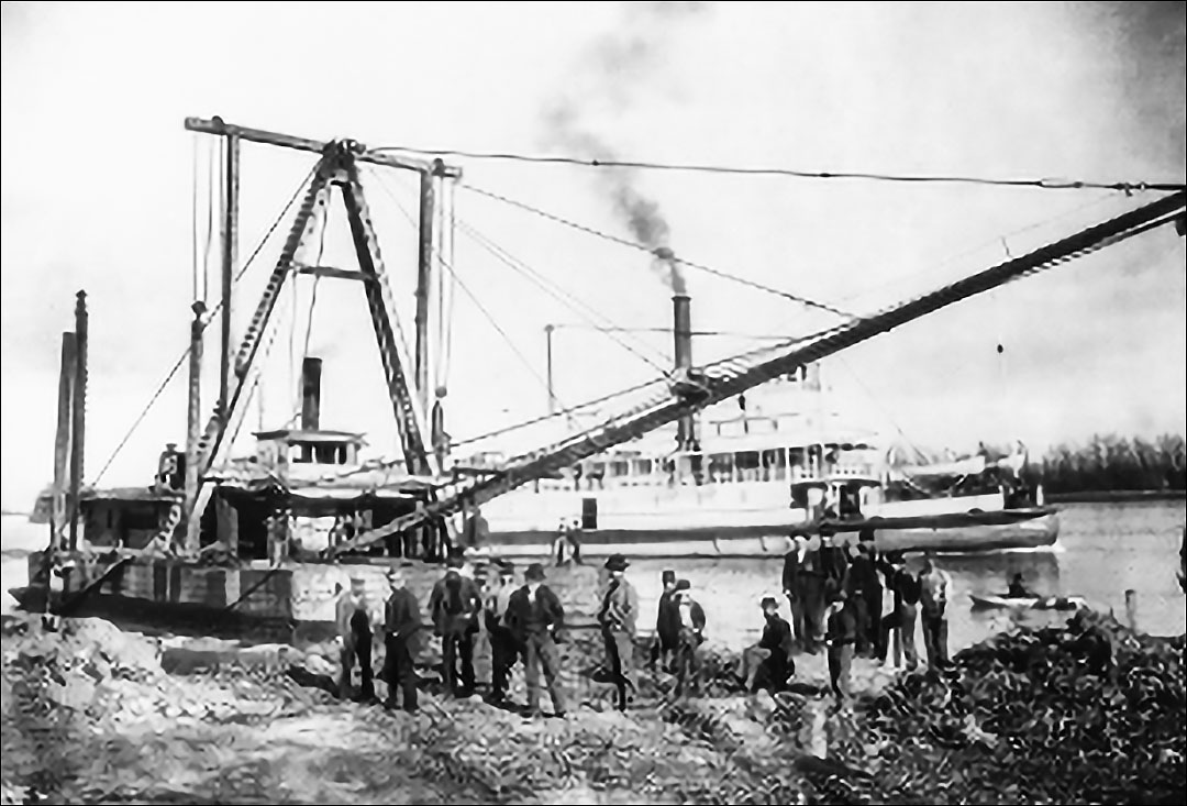 Dredge Atlas, was crewed by members of the Dutra family from 1892-1896 (1)